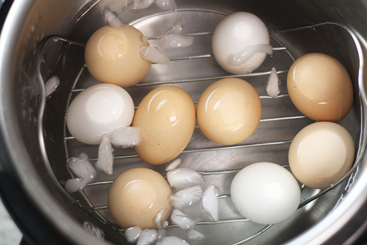 instant pot hard boiled eggs in ice bath